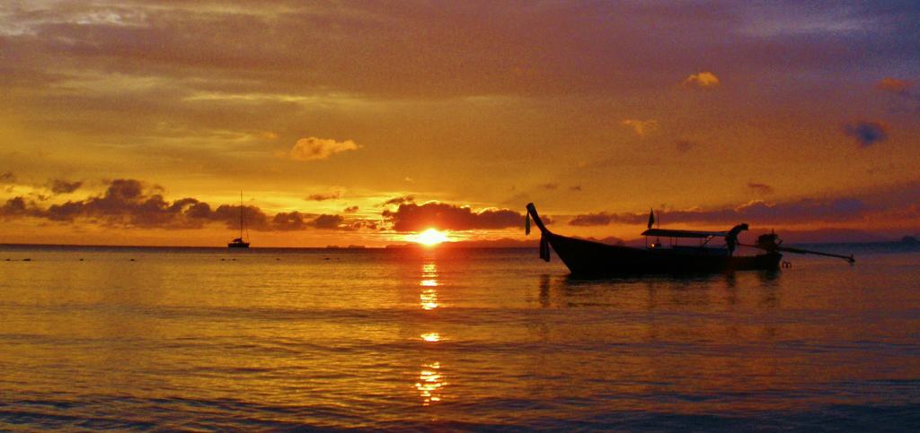 Stunning Sunsets, Railay - Intrepid Escape